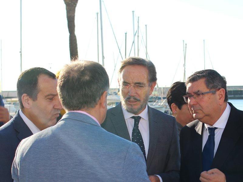 Visita de las autoridades a las obras del puerto